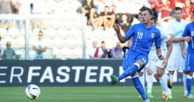 REGGIO NELL'EMILIA, ITALY - SEPTEMBER 08:  Federico Bernardeschi of Italy U21 scores his opening goal from the penalthy spot during the 2017 UEFA European U21 Championships   Qualifier between Italy U21 and Slovenia U21  at Mapei Stadium - Citta del Tricolore on September 8, 2015 in Reggio nell'Emilia, Italy.  (Photo by Dino Panato/Getty Images)