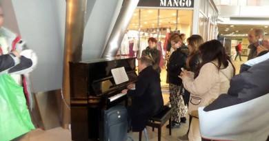 pianoforte in stazione centrale.3-2