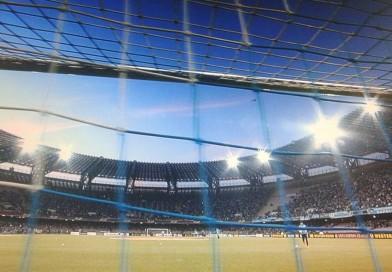 Cade, lotta e si rialza. Un Napoli infinito batte l'Udinese e vola a Torino per l'impresa finale