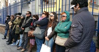 Copia di partecipanti con occhialini interattivi