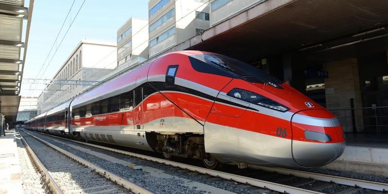 Il nuovo Frecciarossa 1000 di Ferrovie dello Stato in occasione del viaggio in anteprima del nuovo super treno costruito da Ansaldo Breda e Bombardier alla stazione Centrale di Milano, 5 giugno 2015. ANSA/ UFFICIO STAMPA  ++HO - NO SALES EDITORIAL USE ONLY++