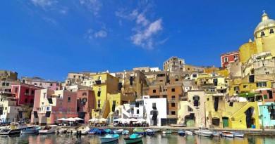Borgo Pescatori della Corricella Procida compressa[3]