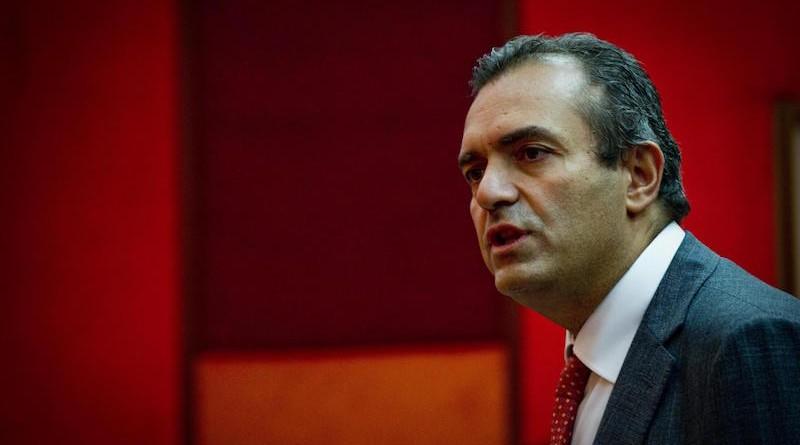 L'intervento del sindaco di Napoli Luigi De Magistris al Consiglio comunale, 26 settembre 2014. ANSA / CIRO FUSCO
