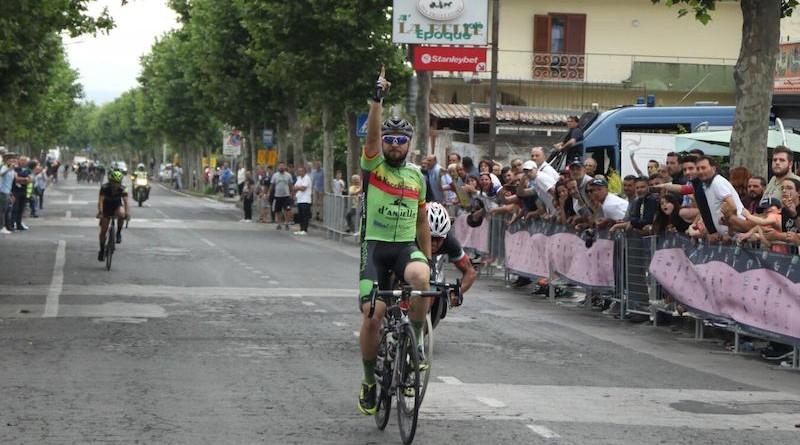 ciclismo, arrivo Torre del Greco