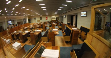 WCENTER 0XMJCGSCPE                L'aula del Consiglio regionale della Campania dove si sta tenendo la discussione sui fondi spesa, Napoli, 26 settembre 2012. ANSA/CESARE ABBATE/