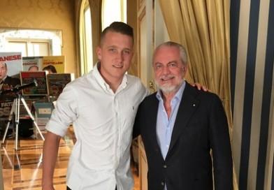 Ssc Napoli.it: Piotr Zielinski si veste d'azzurro, il benvenuto di De Laurentiis