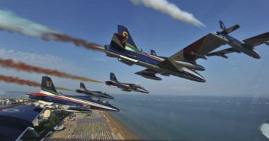 Aeronautica-Militare-Frecce-Tricolori-2-615x410