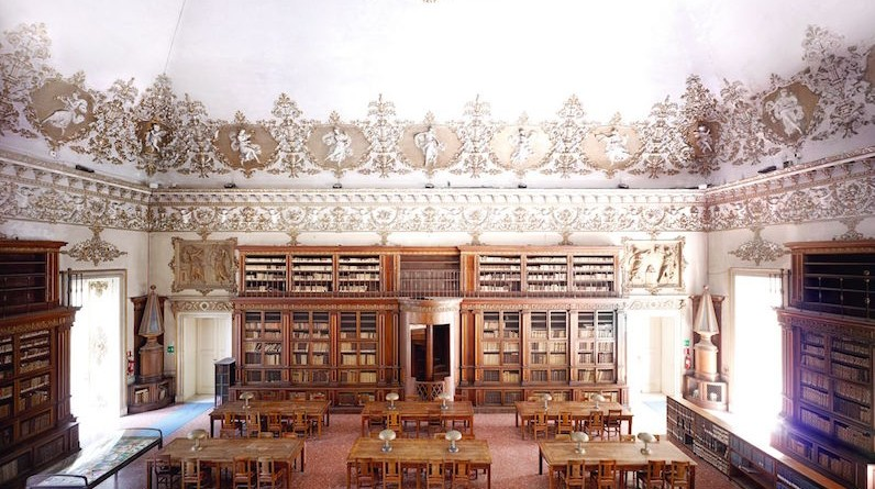 Biblioteca-Nazionale-Vittorio-Emanuele-III-Salone-di-lettura