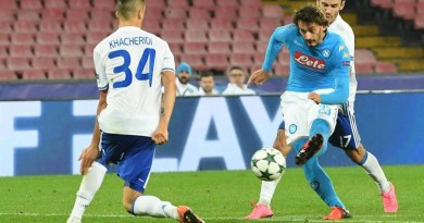 Napoli's Manolo Gabbiadini, right, tries a shot during the UEFA Champions League group B soccer match SSc Napoli vs FC Dynamo Kyiv at San Paolo stadium in Naples, Italy, Nov. 23, 2016. ANSA / CIRO FUSCO