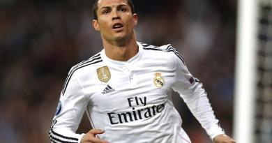 Real Madrid's Cristiano Ronaldo celebrates scoring 2-2 during a Champions League soccer match round of 16 second leg, between Real Madrid and Schalke 04 at Santiago Bernabeu stadium, in Madrid, Spain, Tuesday, March 10, 2015. (AP Photo/Daniel Ochoa de Olza)