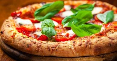 La pizza napoletana patrimonio Unesco: premiata l'arte del pizzaiolo