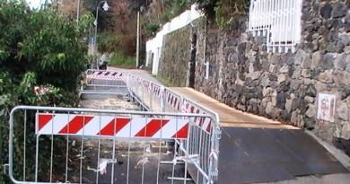 Rampe del ponte di legno da abbassare