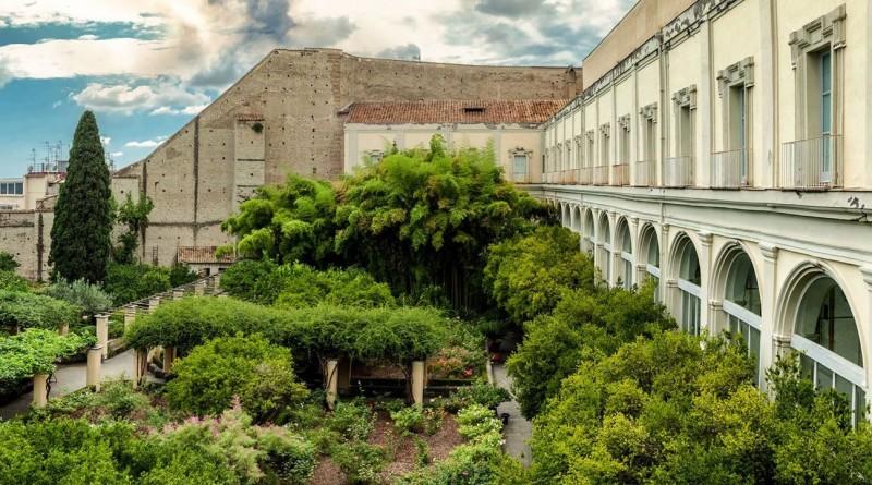 L'antica cittadella monastica che ospita l'Università Suor Orsola Benincasa è oggi un moderno campus universitario ed è in procinto di divenire patrimonio dell'Umanità certificato dall'UNESCO