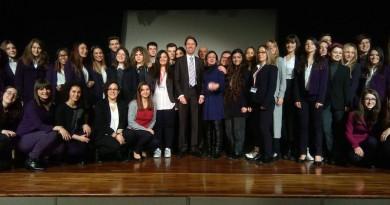 NOUS, LES EUROPÉENS 2017 il gruppo di studenti con il Console di Francia a Napoli Jean-Paul Seytre