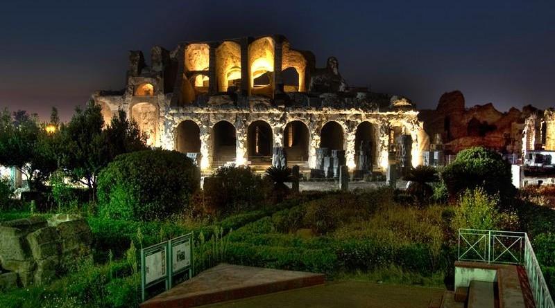 Lo scenario notturno dell'Anfiteatro Campano