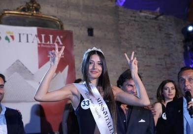 Anna Falco vince la prima corona di Miss Italia