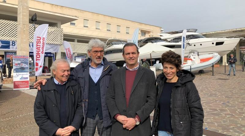 da sx Gennaro Amato (ANRC), Giuseppe Oliviero (MdO), il sindaco de Magistris, Donatella Chiodo (MdO)