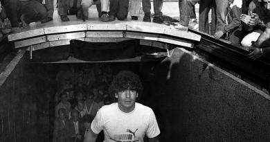 5 luglio 1984 - IL SALUTO DEL SAN PAOLO DI NAPOLI A DIEGO ARMANDO MARADONA  ARCHIVIO NEWFOTOSUD