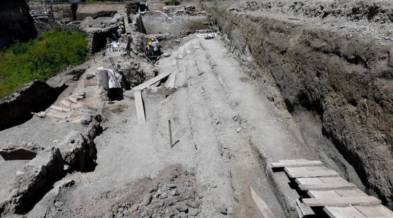 Vicolo dei balconi scavo Regio V