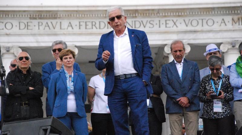 foto 2 Segretario Margiotta dal palco del 1 maggio Confsal_Napoli Piazza del Plebiscito