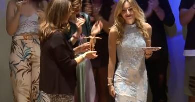 Maria Musto consegna primo premio