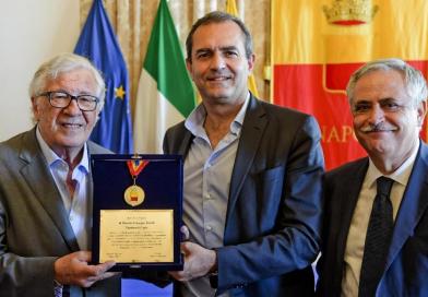 Medaglia Città di Napoli a Peppino Di Capri