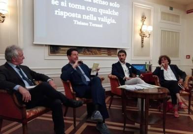 Un sorprendente aperitivo letterario: a caccia di misteri con Marco Napolitano