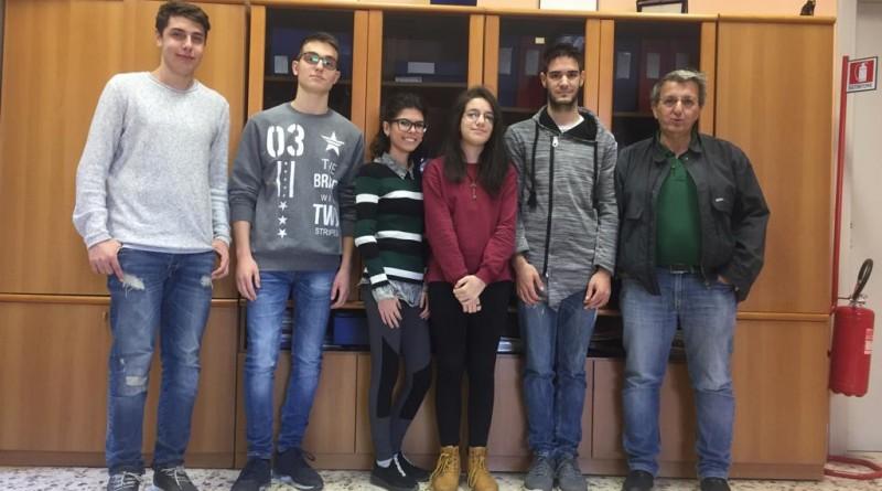 I cinque studenti con Salvatore Pelella