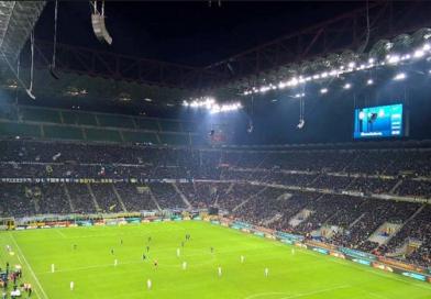 Rabbia e ingenuità, il Napoli perde nello stadio della vergogna