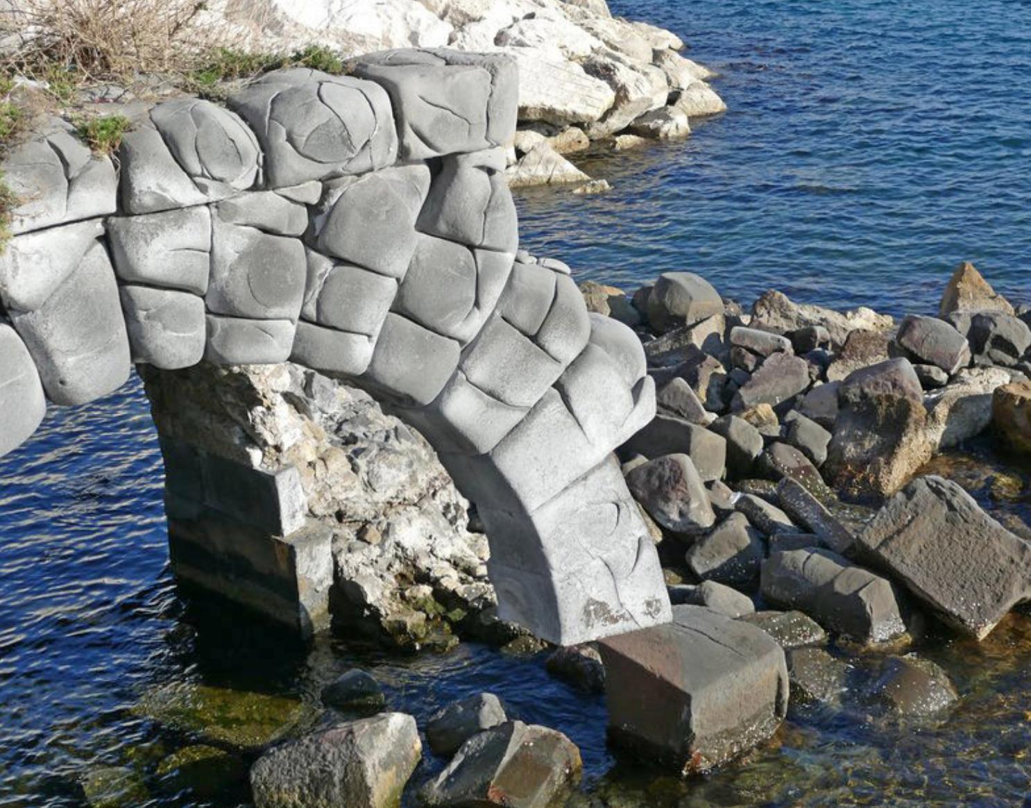 Risultati immagini per L'antico arco di basalto, situato sul lungomare di Via Partenope