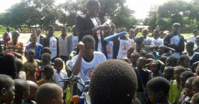 Dal Cilento all'Africa, in candidato indipendente che corre in bici e sui social