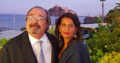 A Ischia con la moglie Danlela