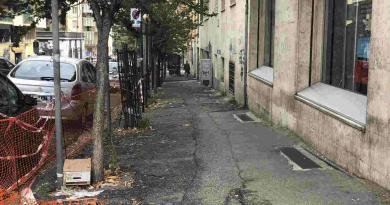 Via Menzinger, sparito tratto rete transennamento