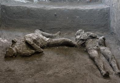 Pompei, dagli scavi riemergono i corpi di due antichifuggiaschigrazie alla tecnica dei calchi