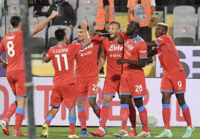 Il Napoli vince a Firenze e corre da solo